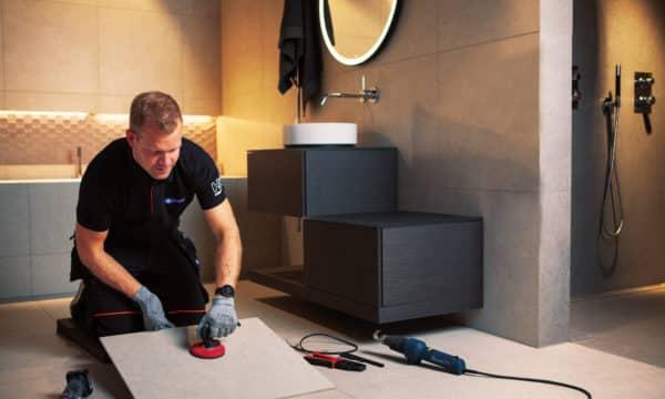 Fjerner flis for å reparere varmekabler